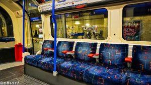 ロンドンの地下鉄の車内