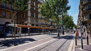 目抜き通りのラ・カヌビエール(La Canebière)
