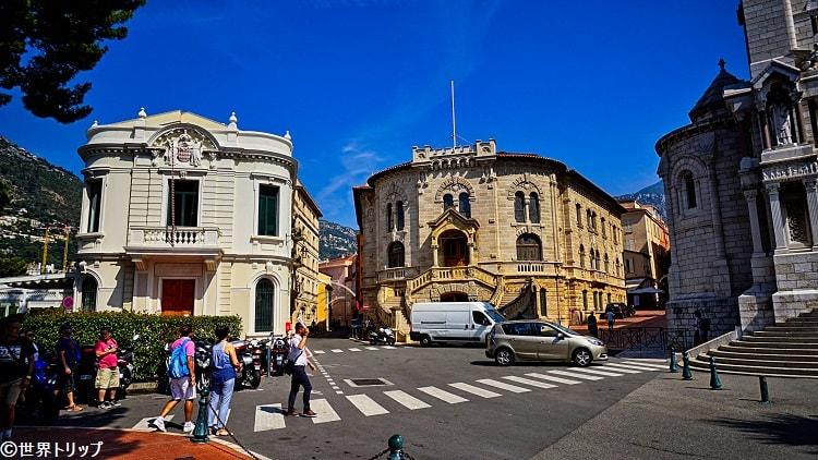 モナコ大聖堂付近(左側は裁判所)