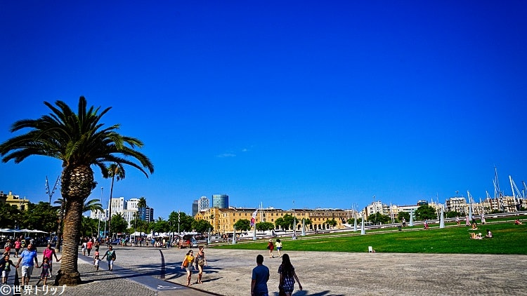 イクティネオ広場(Plaça de l'Ictineo)