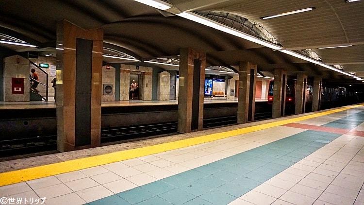ロシオ駅のホーム