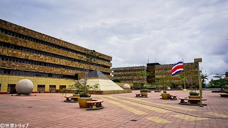 コスタリカの最高裁判所(Corte Suprema de Justicia)の広場