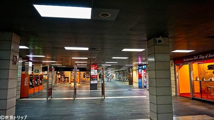 カタルーニャ駅の構内