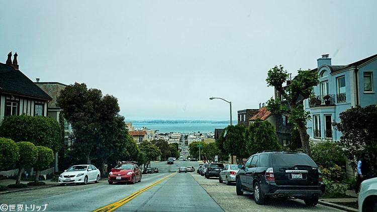 サンフランシスコ名物の急な坂道