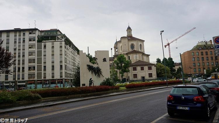 サン・ベルナルディーノ・アッレ・オッサ教会付近