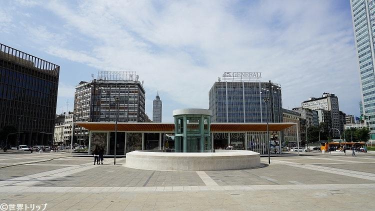 ミラノ中央駅の駅前