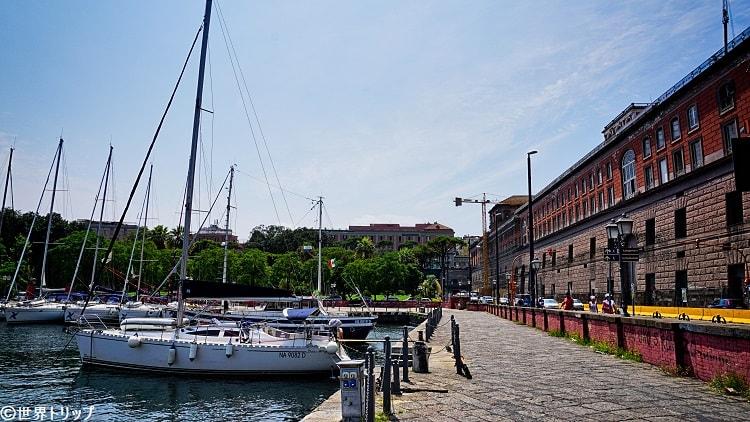 ナポリ港付近