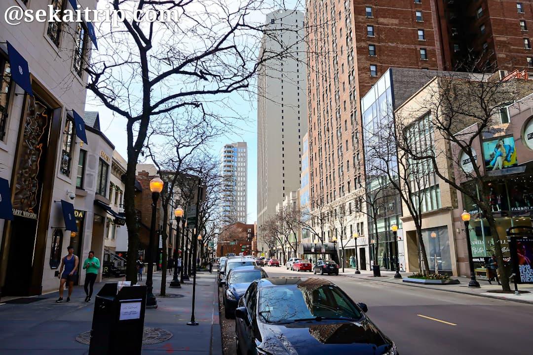 イースト・オーク・ストリート(East Oak Street)