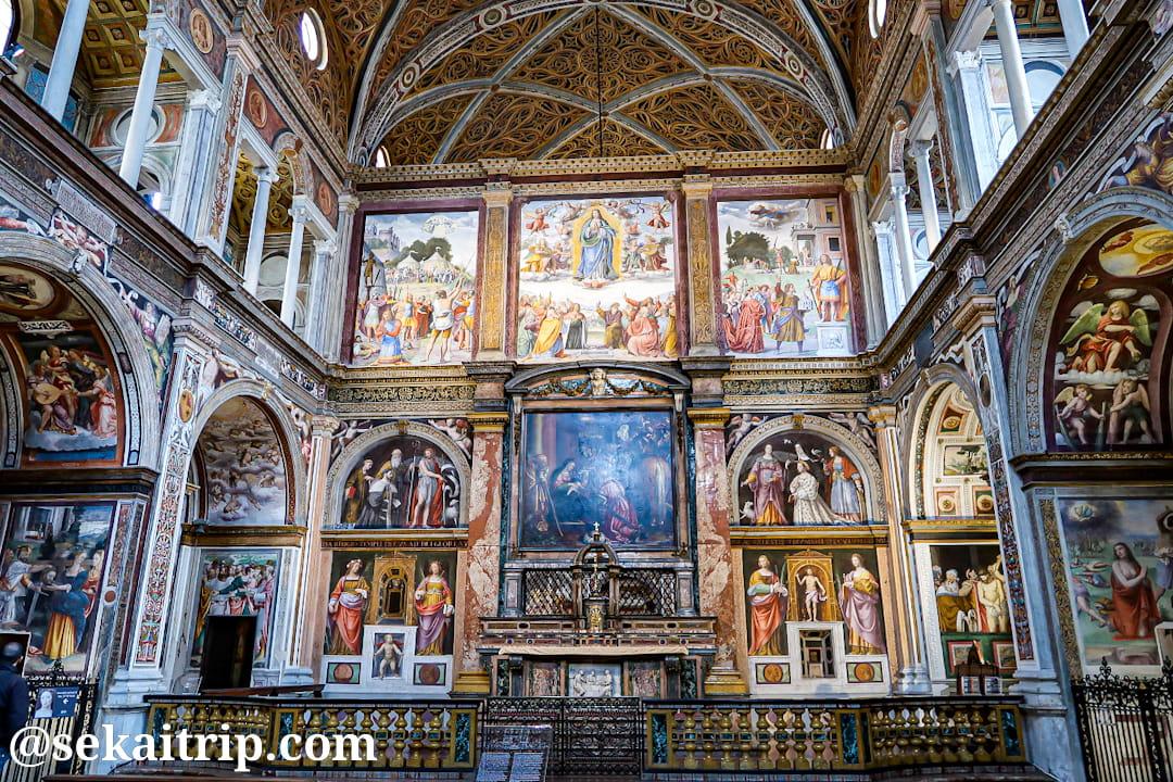 サン・マウリツィオ教会内