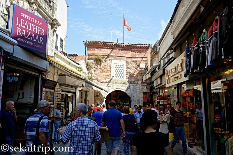 グランドバザール(Büyük Çarşı)の入口の一つ