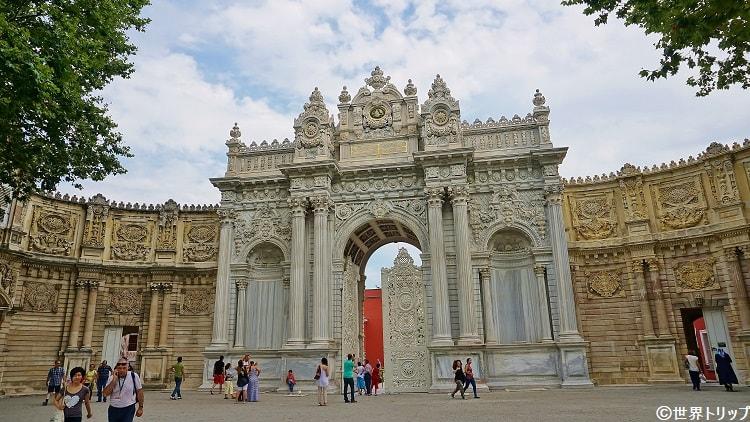 ドルマバフチェ宮殿のゲート
