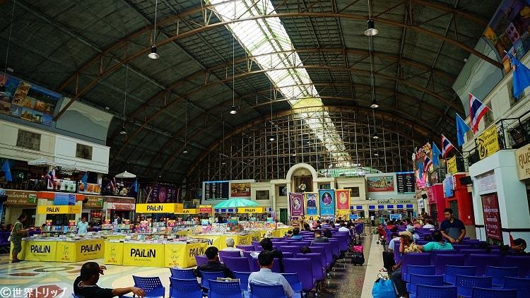 フワランポーン(Hua Lamphong)駅の構内