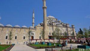 ファーティフ・モスク(Fatih Camii)