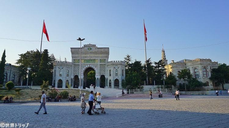 イスタンブール大学(正門)