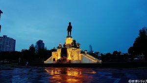 ラマ6世像(ルンピニー公園)