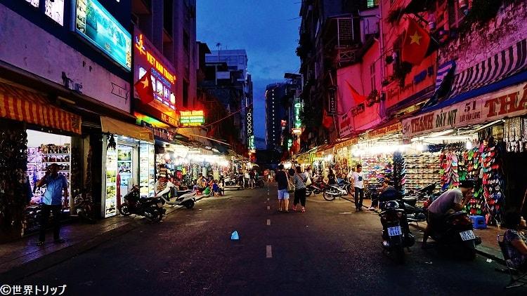 ベンタイン市場近くの通り(Lưu Văn Lang)