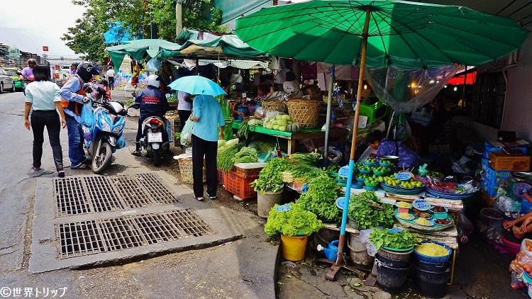 サムセン通りにある市場