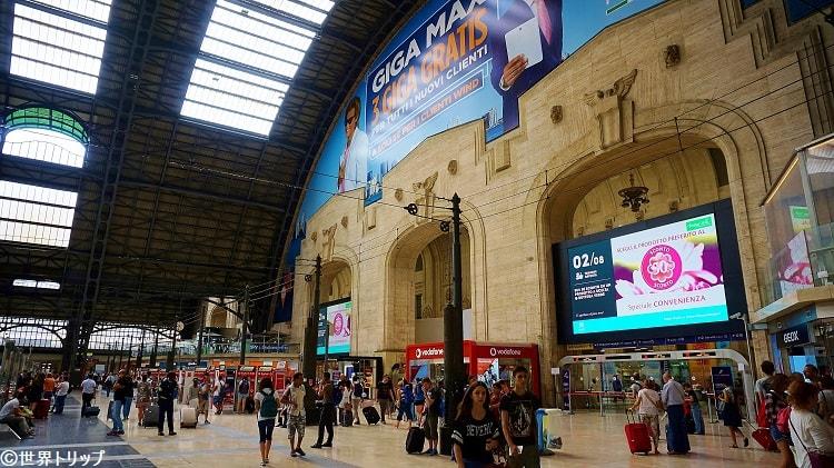 ミラノ中央駅の構内
