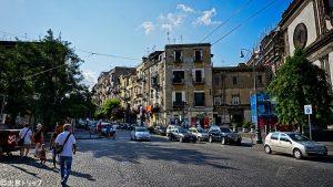 エンリコ・デ・ニコラ広場(Piazza Enrico de Nicola)