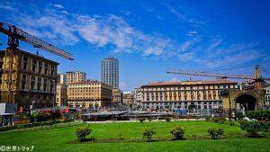 市庁舎広場(Piazza Municipio)