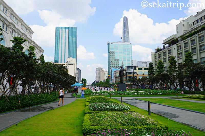 ホーチミン人民委員会庁舎前の広場
