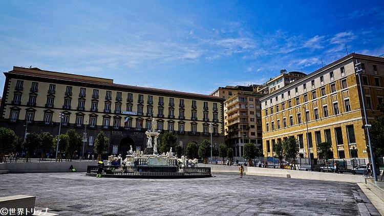 サン・ジャコモ宮(市庁舎)※左側