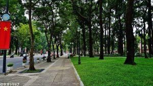 統一会堂前の公園