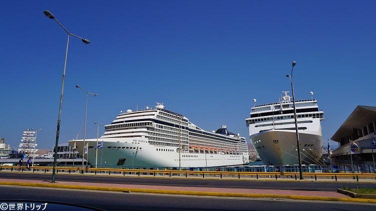 ピレウス(Piraeus)港に停泊する豪華客船