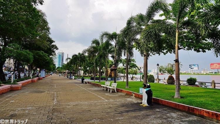 サイゴン川沿いの遊歩道