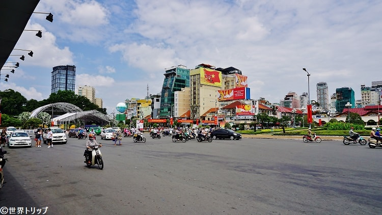 Quach Thi Trang広場(ベンタイン市場近く)