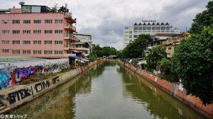 サムセン通りから撮影した川