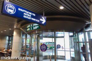 三井アウトレットパーク(KL)のシャトルバス乗り場に向かう出口