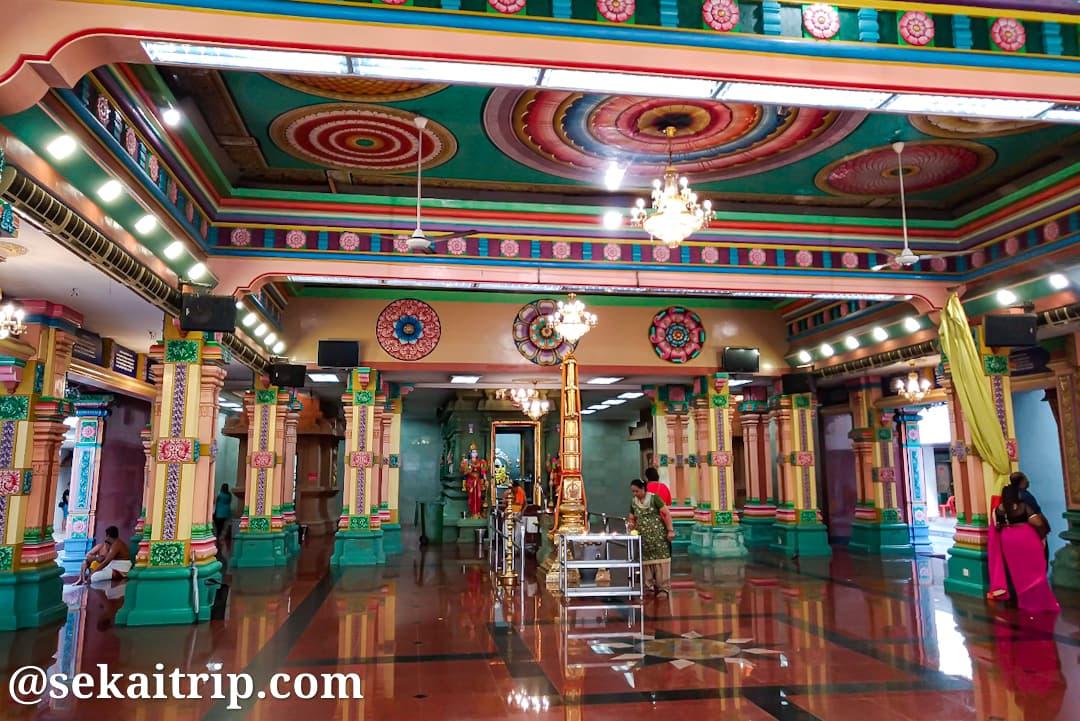 クアラルンプールのスリ・マハ・マリアマン寺院内