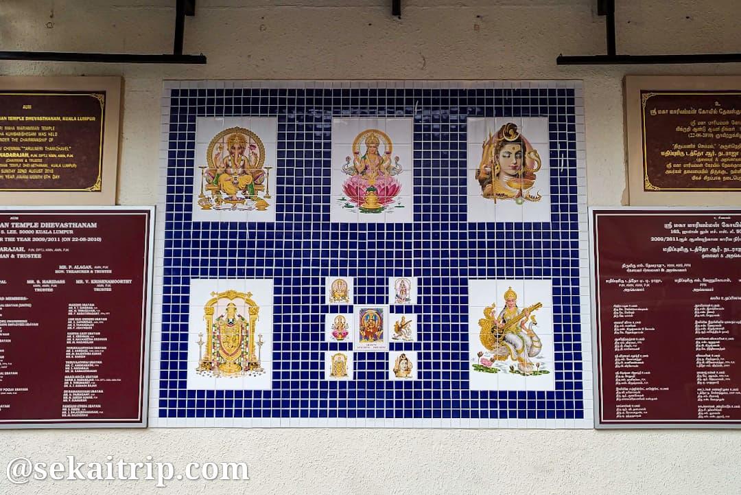 クアラルンプールのスリ・マハ・マリアマン寺院内のタイル