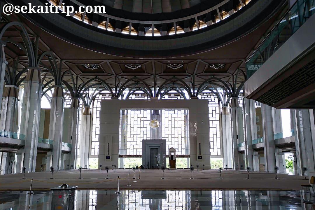トゥアンク・ミザン・ザイナル・アビディン・モスク(Masjid Tuanku Mizan Zainal Abidin)の内部