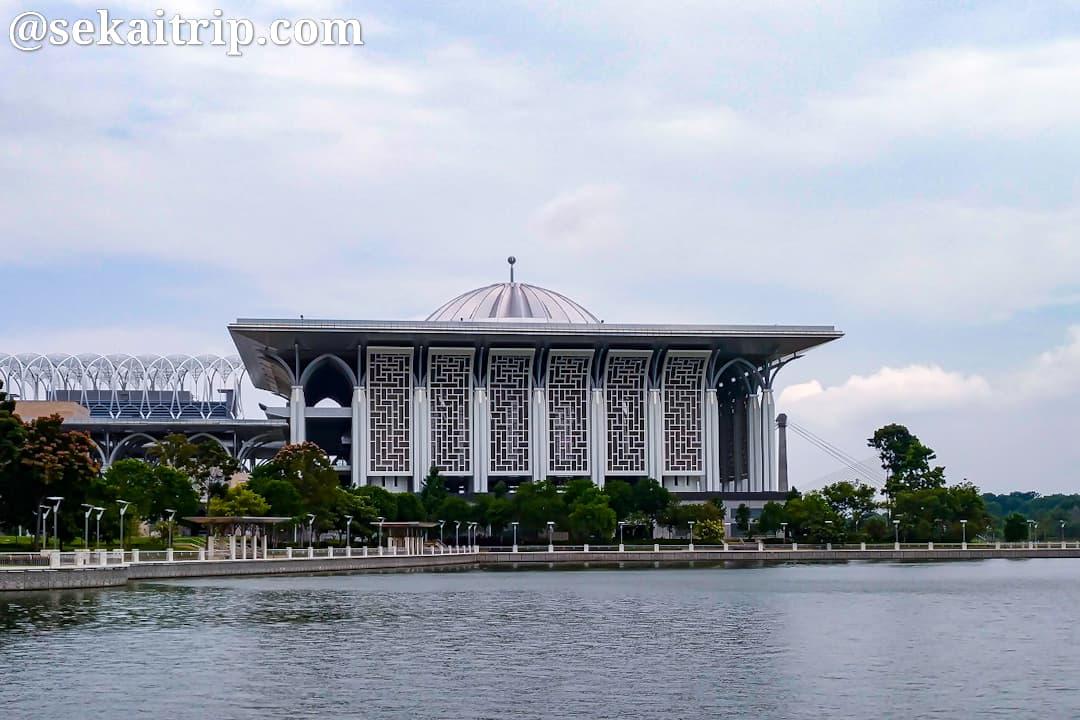 トゥアンク・ミザン・ザイナル・アビディン・モスク(Masjid Tuanku Mizan Zainal Abidin)の外観