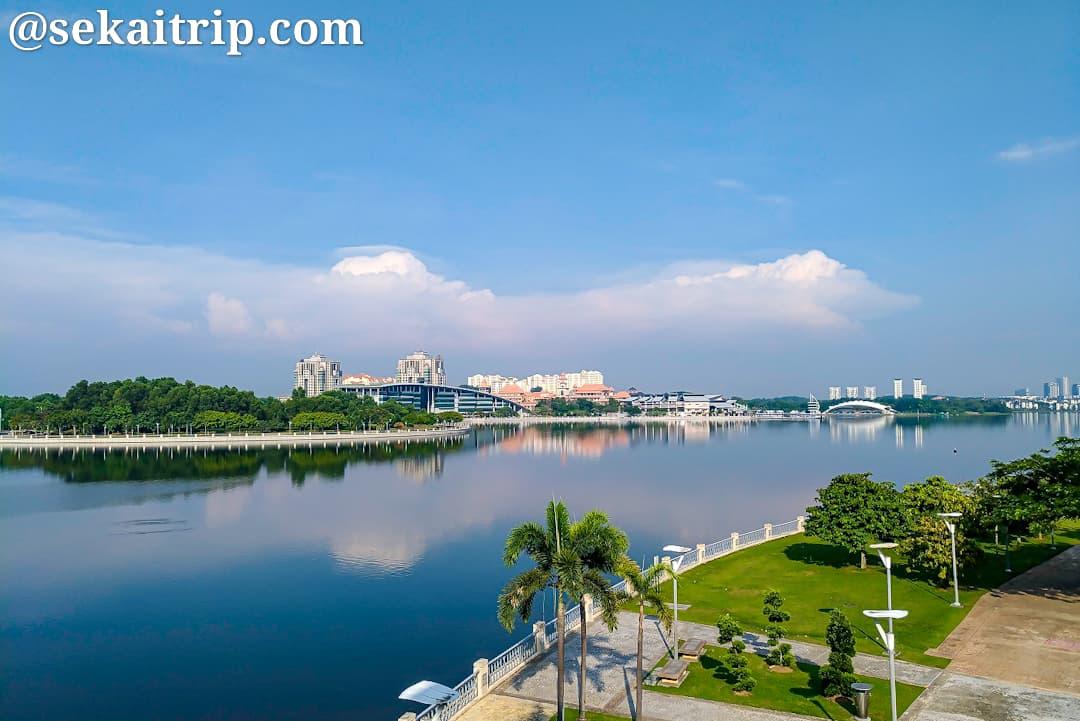 セリ・ゲミラン橋(Jambatan Seri Gemilang)から見た景色