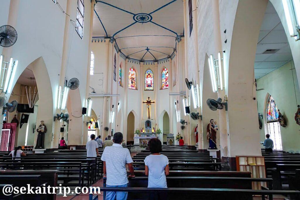 セント・フランシス・ザビエル教会の内部