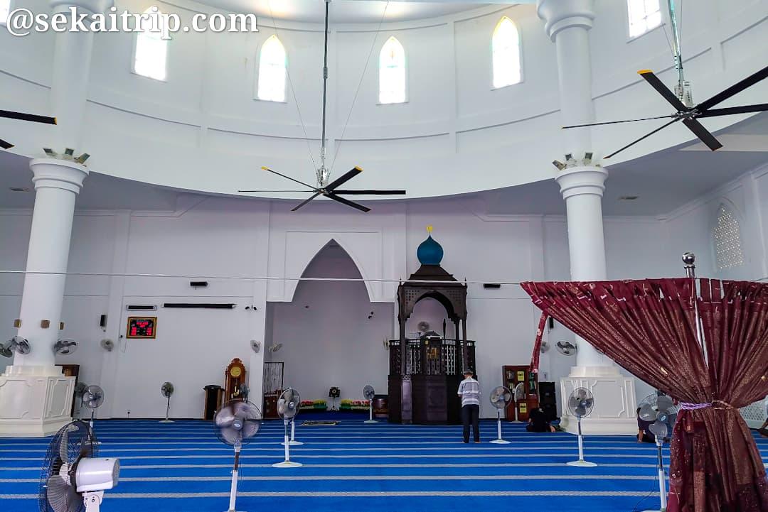 マラッカ海峡モスクの内部