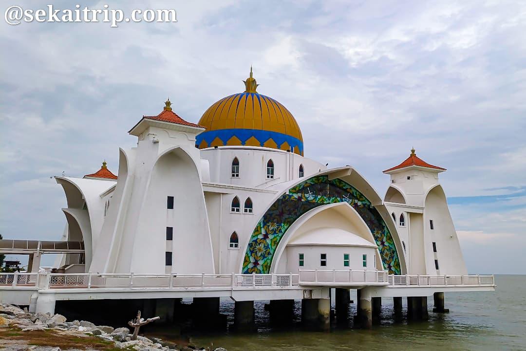 マラッカ海峡モスク(Masjid Selat Melaka)