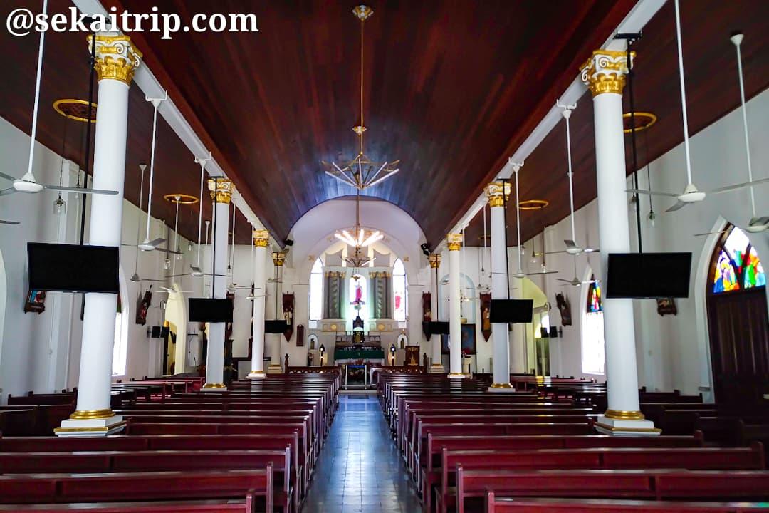 セント・ピーターズ教会の内部