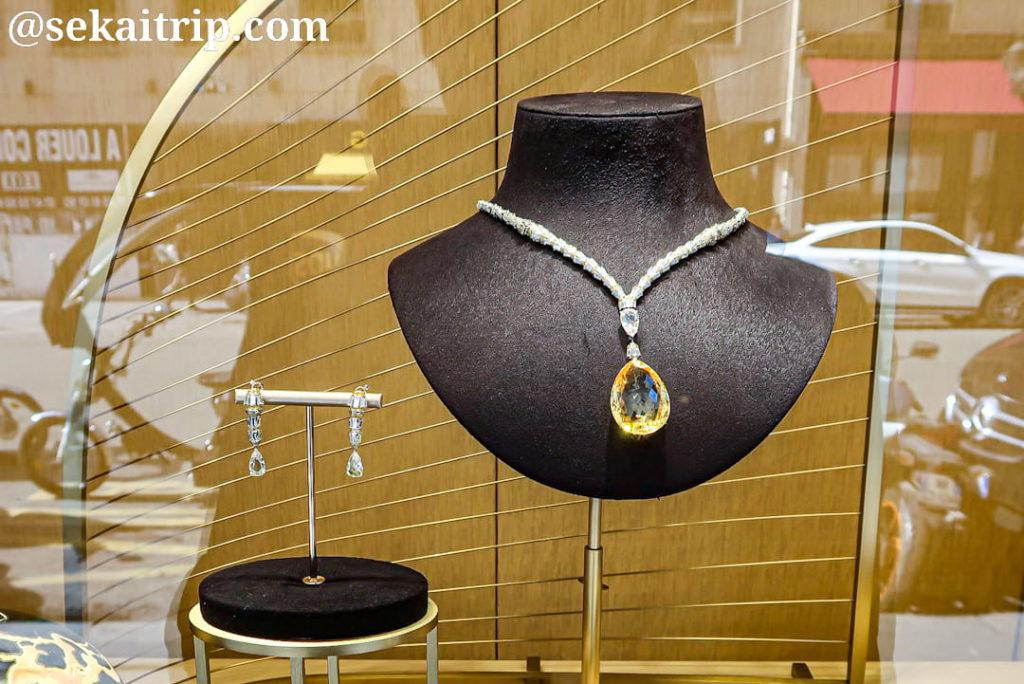 カルティエ(Cartier)本店のディスプレイ4
