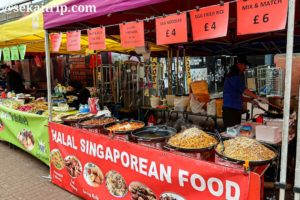 アクラム・ビレッジ・マーケットの屋台(シンガポール料理)