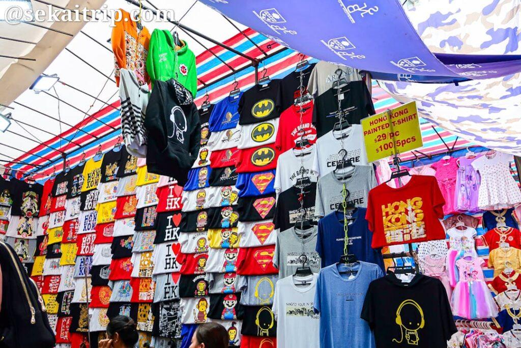 女人街のTシャツ店