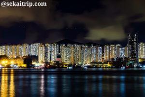 サイワンホー・ハーバー・パーク(Sai Wan Ho Harbour Park)から撮影した夜景(油塘方面)