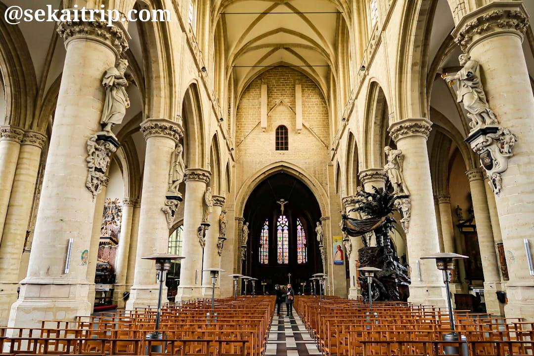 ブリュッセルのノートルダム・ド・ラ・シャペル教会(内部)