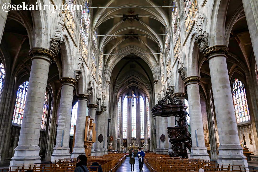 ブリュッセルのノートルダム・デュ・サブロン教会(内部)