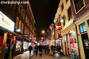 アムステルダムのゼーデイク(Zeedijk)通り