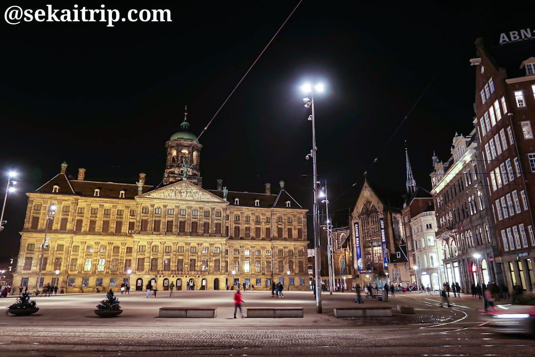 アムステルダムのダム広場(夜)