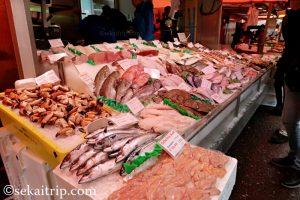 アルバート・カイプ市場(Albert Cuypmarkt)の魚屋さん